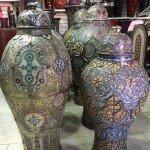 vasos gigantes na mega loja Artesanat du Morocco
