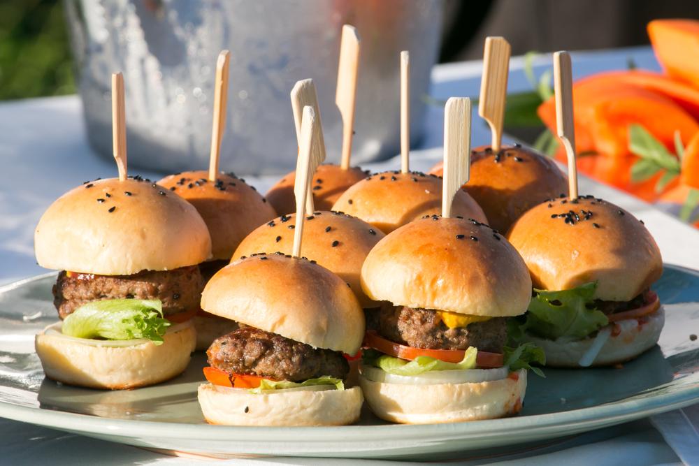 Lanchinhos para festa de Dia das Crianças - mini hamburguer